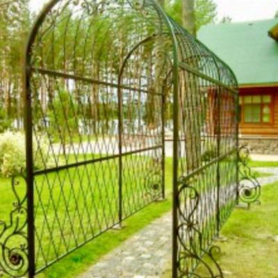 Кованая садовая арка А-10