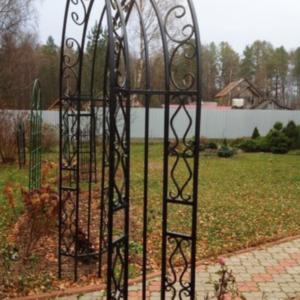 Кованая садовая арка А-9